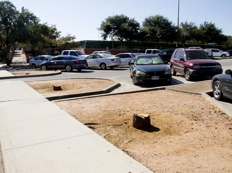 Returning students found the parking lot in front of Mabee Dining Hall was missing some of its live oaks. The trees once provided a welcome slice of shade from the sizzling Texas sun but where removed due to poor growth. Photo by Aidan Kirksey.