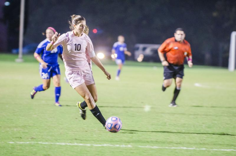 Women's soccer team reaches No. 3 ranking in coaches poll