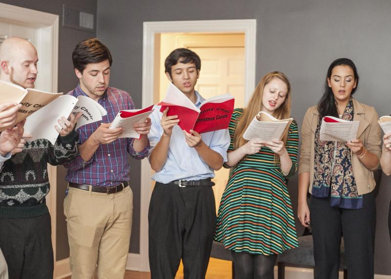 Students+sing+Christmas+carols+in+Oakmont+properties+as+a+part+of+the+Christmas+on+Oakmont+tradition.+Christmas+on+Oakmont+will+be+held+this+Sunday+following+Vespers.+Photo+by+Anh-Viet+Dinh.