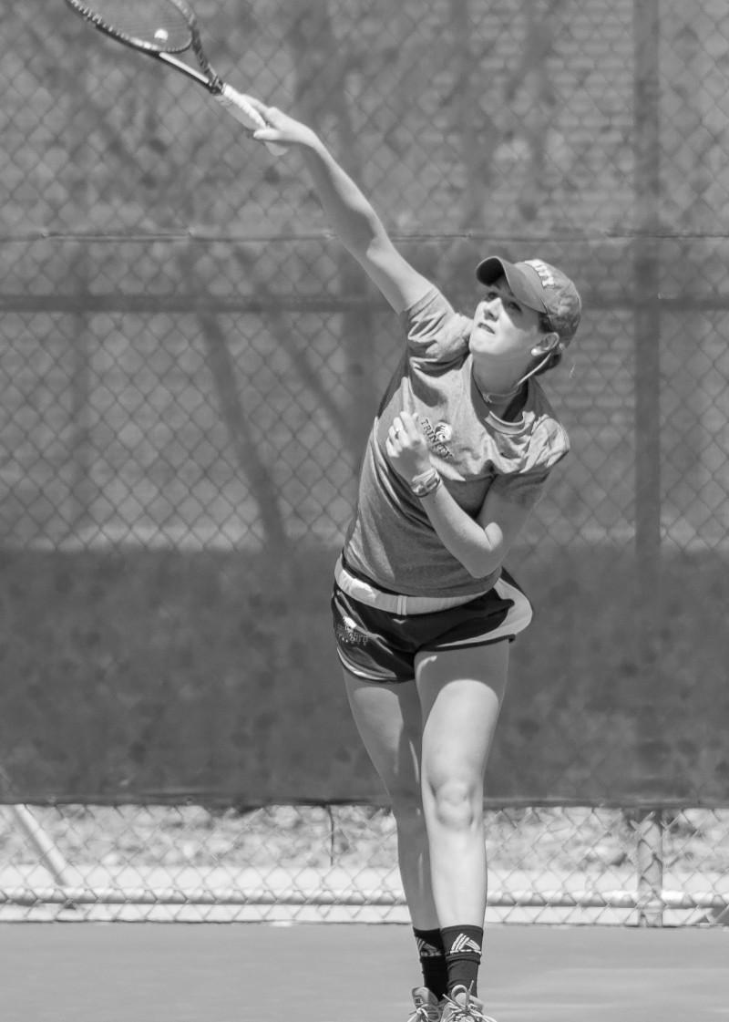 Women's tennis team earns consecutive victories