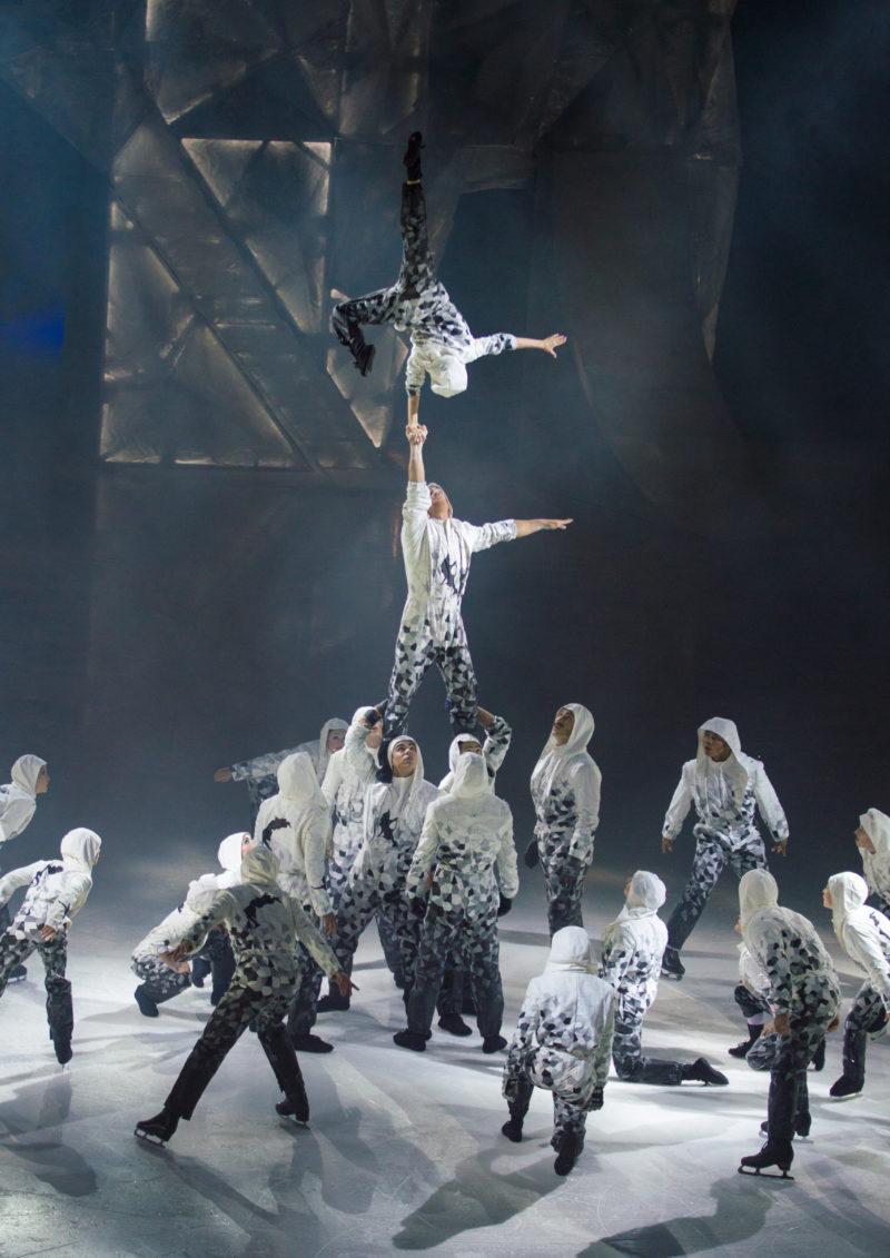 Cirque+du+Soleil+dazzles+with+%22Crystal%22
