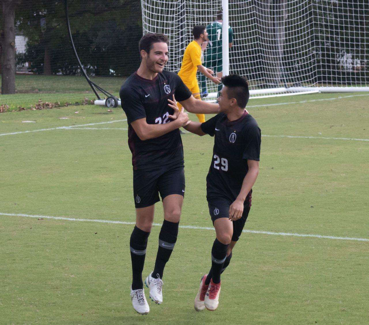 #22 Andrea Codispoti (JR), #29 Michael Pham (FY) Photo credit: Matthew Claybrook